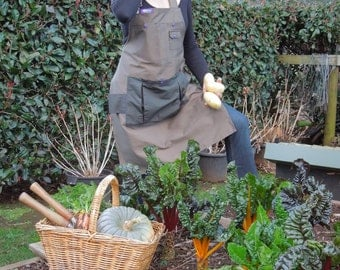 Deluxe Garden or Craft apron Perfect Mothers Day gift -with enough pockets for your produce and essential items round the garden