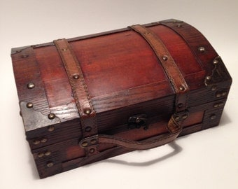 Brown Vintage Style Essential Oil Trunk/box/rack holds 40 (15ml) bottles! Apothecary
