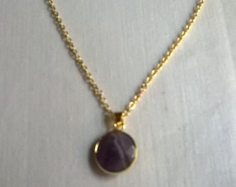 Pendant with natural stone