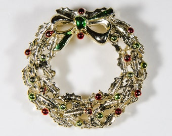 Very pretty vintage Christmas Wreath brooch signed Gerrys