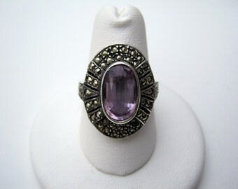 Sterling Silver Ring with Oval Faceted Amethyst and Marcasite from the 1980's Size 8