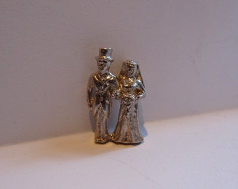 vintage 1970's bride and groom silver charm