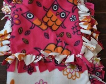 Cozy Owl Fleece Blanket - Magenta Owls on Daisies