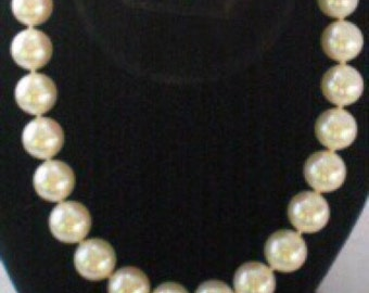 Perfect Vintage Majolica Hand Made Pearl Necklace