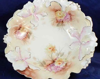 RS Prussia Bowl, Iris with pink and cream Mums