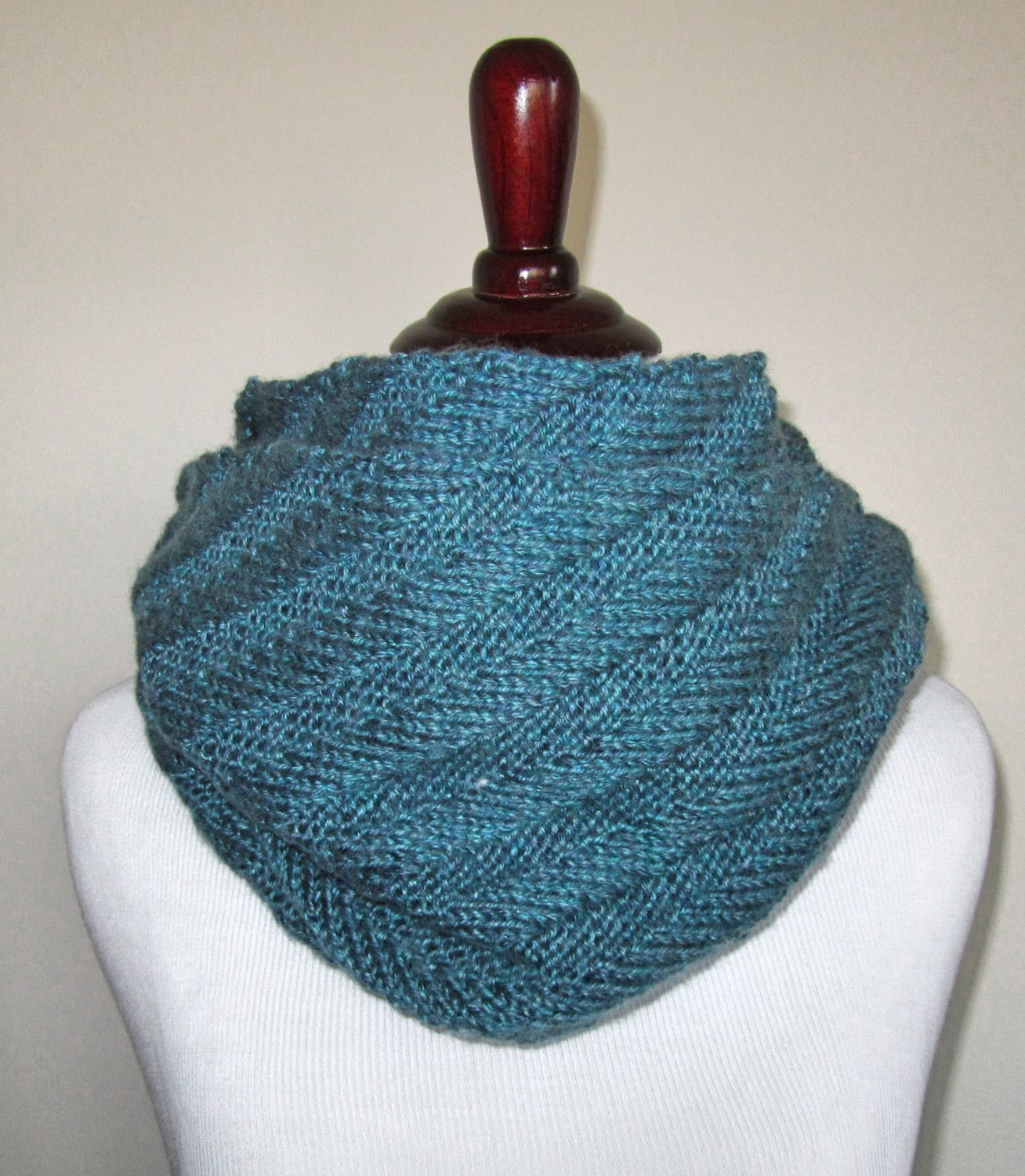 Knitting Pattern Infinity Scarf Straight Needles : Diagonal Infinity Scarf Knitting Pattern PDF
