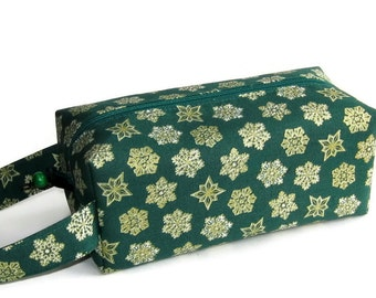 Boxy Bag Knitting Project Bag - Gold snowflakes on green