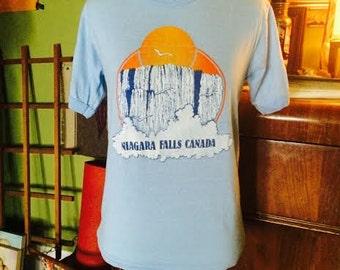 Vintage 1980's Niagra Falls Canada shirt. mens size small, womens medium