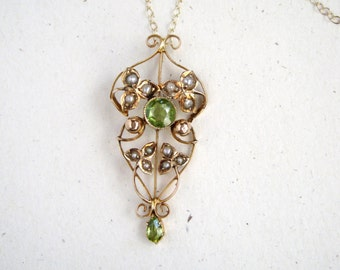Antique Lavalier with Peridot and Seed Pearls in 9k Gold