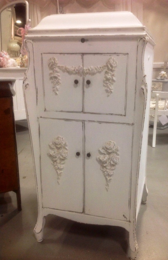 upcycled shabby chic victrola cabinet painted cottage white. Black Bedroom Furniture Sets. Home Design Ideas