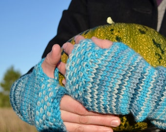 Linen Stitch Fingerless Mitts - Wintermitts in Blues. Hand Knit for Your Handmade Fall Wardrobe. 100% Wool for Warmth & Sustainability.