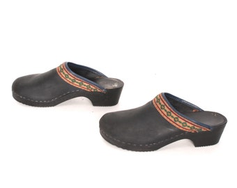 size 8.5 CLOGS black leather 70s 80s BOHEMIAN slip on mules