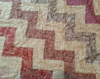 Queen size pink, grey and cream quilt