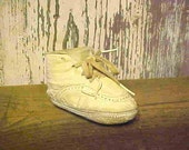 Precious Little BABY SHOE from the 1940's--White LEATHER--Adorable-Very Sweet-Darling Baby Shoe