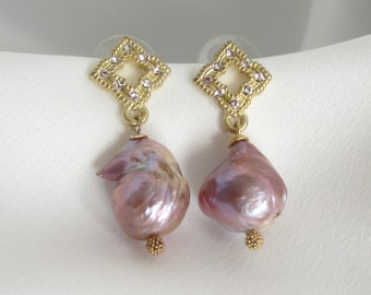 Baroque Pearl Earrings - Pearl Earrings - Gold Earrings - Fancy Earring - Statement Earrings