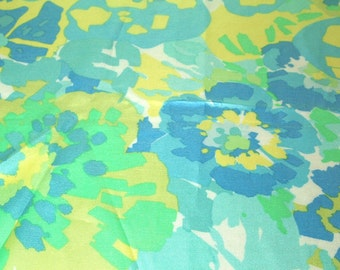 SALE vintage 70s shiny satin fabric featuring large scale flower print, 1 yard, 35 inches