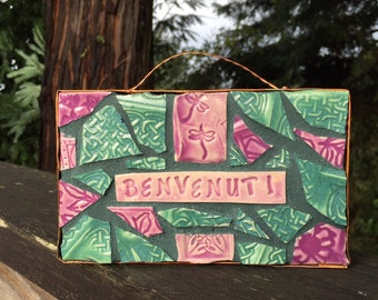 BENVENUTI- Mosaic Dragonfly Welcome Sign in Italian- Pink and green