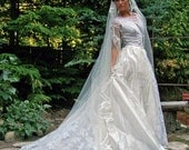 Camelot-Exquisite 1953 Diamond White Silk Voile and Lace Vintage Bridal Gown and matching Veil