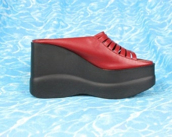 90s Chunky Platform Sandals in Red Leather / Huarache Style Soft Grunge Club Kid Mega Platform Shoes / US 7 Uk 4.5 Eu 37.5