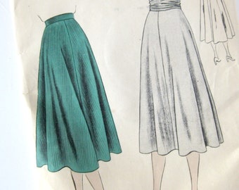1940s Vintage VOGUE Sewing Pattern - Vogue 6160- PENCIL SKIRT / 25 Waist