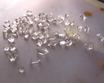 100 Tiny Diamond Quartz crystals lot  - Herkimer Diamond Type Pakistan - double terminated single water clear AAA clarity quantum energy