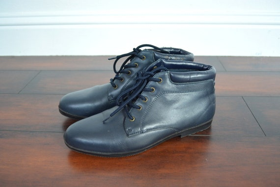 SALE / vintage '80s dark BLUE lace-up ANKLE boots. size 8.5 / 9.
