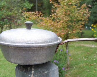 Vintage Wear Ever Aluminum Sauce Pan...Pot...With Lid...Retro Kitchenware...Country Farmhouse...Upcycled Planter..Country Kitchen