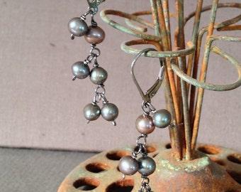 Graphite pearl earrings, Gunmetal earrings, grey pearl earrings, oxidized pearl earrings