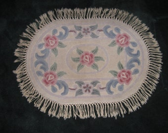 Vintage Beautiful Plush Sculpted Wool Chinese 24x34 Oval Rug in Muted Rose and Cream