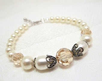 Pearl Wedding bracelet, Bridal bracelet, Wedding jewelry, Swarovski crystal bracelet, Bridesmaid bracelet, Vintage style bracelet, Antique