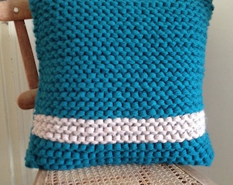 Hand knitted cushion with cushion inner 40x40cm