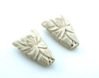 Handmade Carved Cream Tribal Dress Clips Beads Antique Jewelry Marked Japan