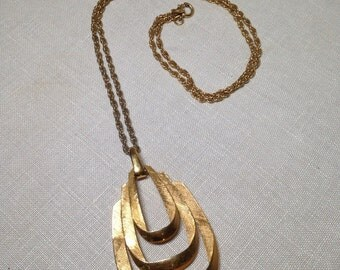 Large Vintage Trifari Pendant Necklace Gold Tone