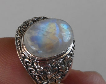 Balinese Sterling Silver Moonstone Ring / size 8 ready to send / silver 925 / Bali Handmade Jewelry.