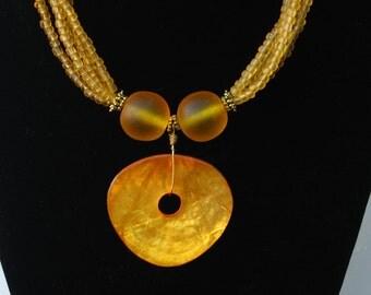 Necklace lush citron elements focal resin disk pendant