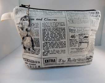 Newsprint Black White Eyeglasses Cosmetic Organizer Travel Make up Bag