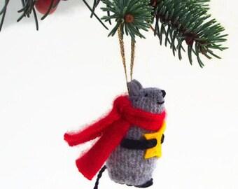 Christmas Mouse, Christmas ornament, hanging mouse,  waldorf mouse, mouse ornament, mouse with star, winter mouse