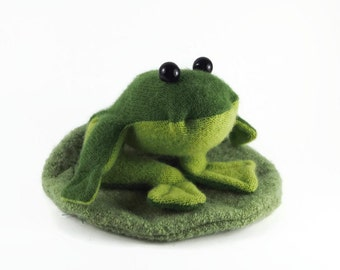 toy waldorf frog, stuffed frog, plush frog, kid's stuffed toy, waldorf toy,