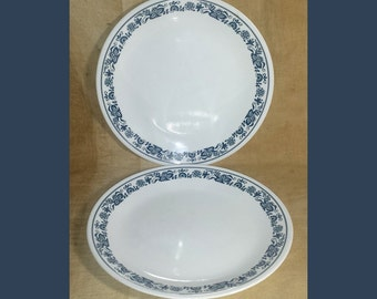 Set of 2 Corelle Livingware Old Town Blue Dinner Plates / Vintage Corelle Old Town Blue Dinner Plates Set of 2 / MCM Blue Onion Plates