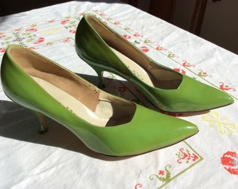 Vintage 1950s Moss Green Patent Leather Pumps- 5B