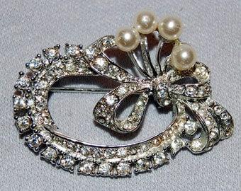 Vintage / Clear / Rhinestone / Pearl / Brooch / Silver Tone / Old jewelry jewellery