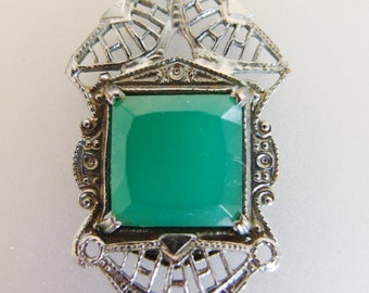 Beautiful Vintage Deco Era Green Glass Silver Filigree Necklace