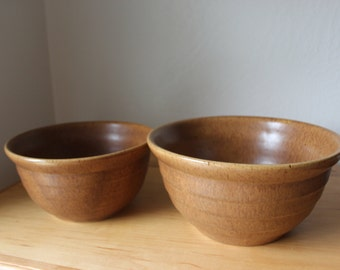 Monmouth Mixing Bowls - Set of Two - Maple Leaf Mark - Mojave Brown Bee Hive Pattern Ovenproof
