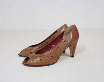 Vintage Bandolino Brown Leather Pumps Size 6.5 Peep Toe Heels with Cut out Detail