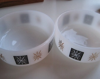 Federal Milk Glass mid century bowls with snowflake pattern 60s