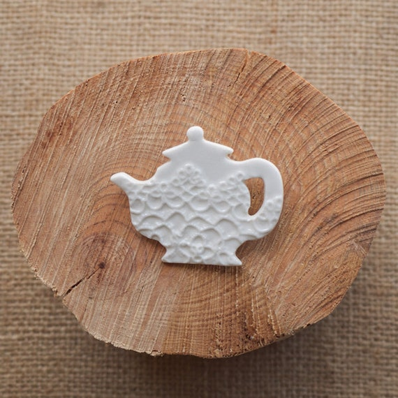 Vintage Lace Teapot brooch in White Porcelain, Mrs Peterson Pottery