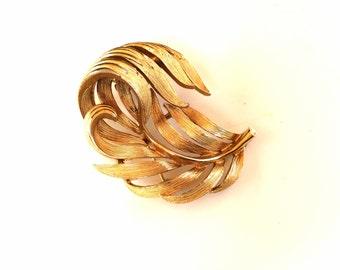 Lisner leaf brooch brushed gold tone ornate vintage  costume jewelry