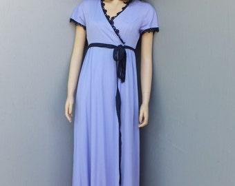 Vintage Vanity Fair Nylon Robe in Purple w/Navy Blue Accents / Size 10