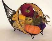 Vintage Hallmark Thanksgiving Cornucopia Table Decoration