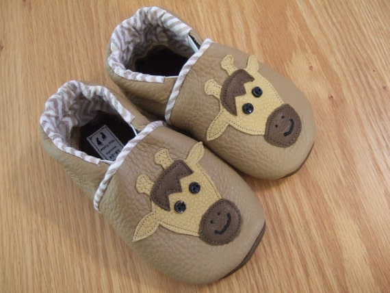 giraffe baby shoes size 18-24 months / 6 soft soled moccasins